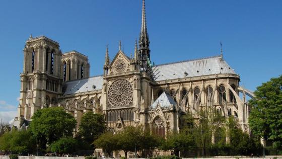 Notre_Dame_dalla_Senna_crop_0
